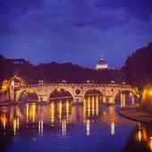 Ponte Sisto and St. Peters basilica — Stock Photo