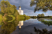 Church Intercession of Holy Virgin on Nerl River. Russia — ストック写真