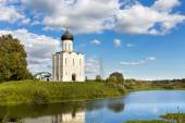 Church Intercession of Holy Virgin on Nerl River. Russia — Stock Photo