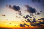 Espectacular cielo con nubes tormentosas. — Foto de Stock