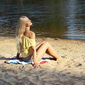 Beautiful girl in yellow t-shirt on beach — Stock Photo