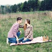 Hipster couple having picnic on nature — Stockfoto