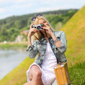 Hipster girl photographed on vintage camera — Stock Photo