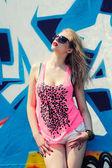 Sexy girl posing near graffiti wall — Stockfoto