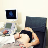 Woman has ultra sound check up — Stock Photo
