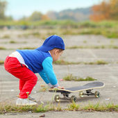 Boy with skateboard outdoors — Stock Photo