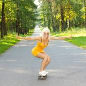 Girl having fun on skateboard — Stock Photo