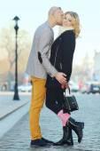 Couple kissing on   street. — Stock Photo