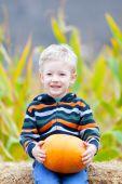 Boy at pumpkin patch — Stock Photo