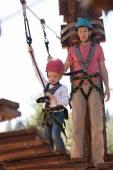 Family in adventure park — Foto de Stock