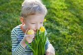 Kid at spring — Stockfoto