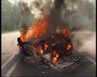 Burning automobile — Stock Video