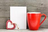 心とカップでバレンタインの日グリーティング カード — ストック写真