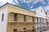 Old building facade under reconstruction — Стоковое фото
