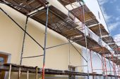 Wall of reconstruction building with scaffolding — Stock Photo