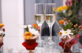 Two glasses with champagne  — Stock Photo