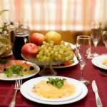 ajuste de la tabla bien en el restaurante gourmet — Foto de Stock   #65667537