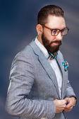 Портрет красивого стильного молодого человека — Стоковое фото