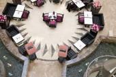 Stoły i krzesła w wielkim centrum handlowym — Zdjęcie stockowe