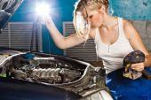 Girl checks the oil level in the car — Stock Photo