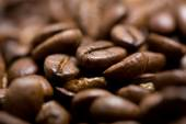 Freshly roasted coffee beans on sackcloth — Stock Photo