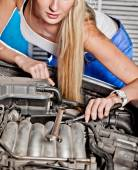 Girl tries to repair broken car — Stock Photo