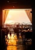 Restaurant on the Beach at sunset — Zdjęcie stockowe