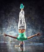 Young woman dancer — Stock Photo