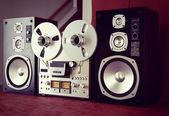 Analog Stereo Open Reel Tape Deck Recorder Vintage with Speakers — Stock Photo