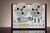 Analog Stereo Open Reel Tape Deck Recorder Vintage Closeup — Stock Photo
