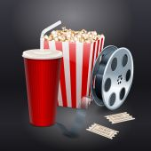 Movie showing with Popcorn, film reel and drinks — Wektor stockowy