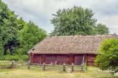Ukrainian wooden barn Thatched locked up — Stock Photo