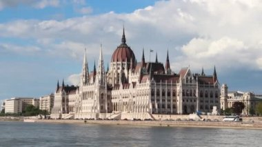 Building of Parliament, Budapest, Hungary — Stock Video