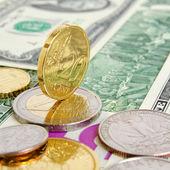 Euro-dollar. — Φωτογραφία Αρχείου