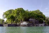 Bungalow on islands Lake Nicaragua (or Lake Cocibolka) — Stock Photo
