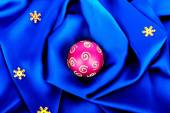 Beautiful silk wavy fabric blue with pink sphere and gold stars — Stock Photo