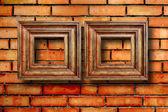 Sztuka drewniane ramki na zdjecia na stary ceglany mur — Zdjęcie stockowe