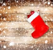 红色圣诞引导与背景木墙上的礼物 — 图库照片