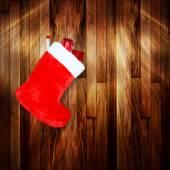 красный рождественские загрузки с подарками на фоне деревянной стены — Стоковое фото