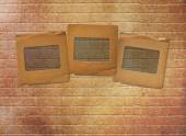 Old paper slides for photos on rusty abstract background — 图库照片