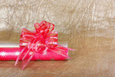Beautiful red bow for gift decoration on gold background. — Stock Photo