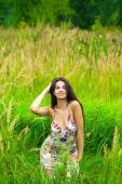 Young pretty girl sitting on green grass — Stock Photo