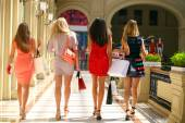 Group of happy smiling women shopping — Stock Photo