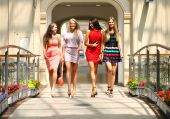 Four shopping women walking in shop — Stock Photo