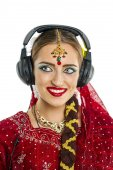Young pretty woman in indian dress — Stok fotoğraf