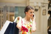 Cheerful young woman calling by phone — Stock fotografie