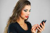 Beautiful woman writes a message on the phone — Stock Photo