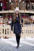 Happy young brown haired woman on the background of a winter amu — Stock Photo