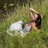 Young woman on green meadow — Stock Photo