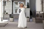 Portrait de pleine longueur de beau modèle femme avec longues jambes wea — Photo